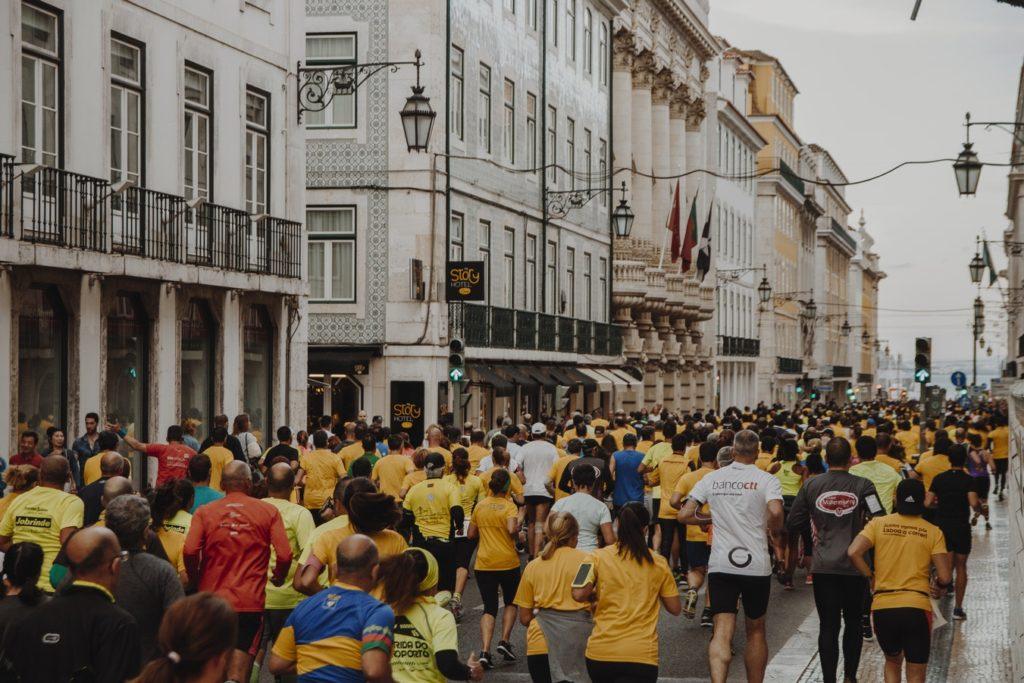 Départ de marathon. Tour du monde en 80 marathons