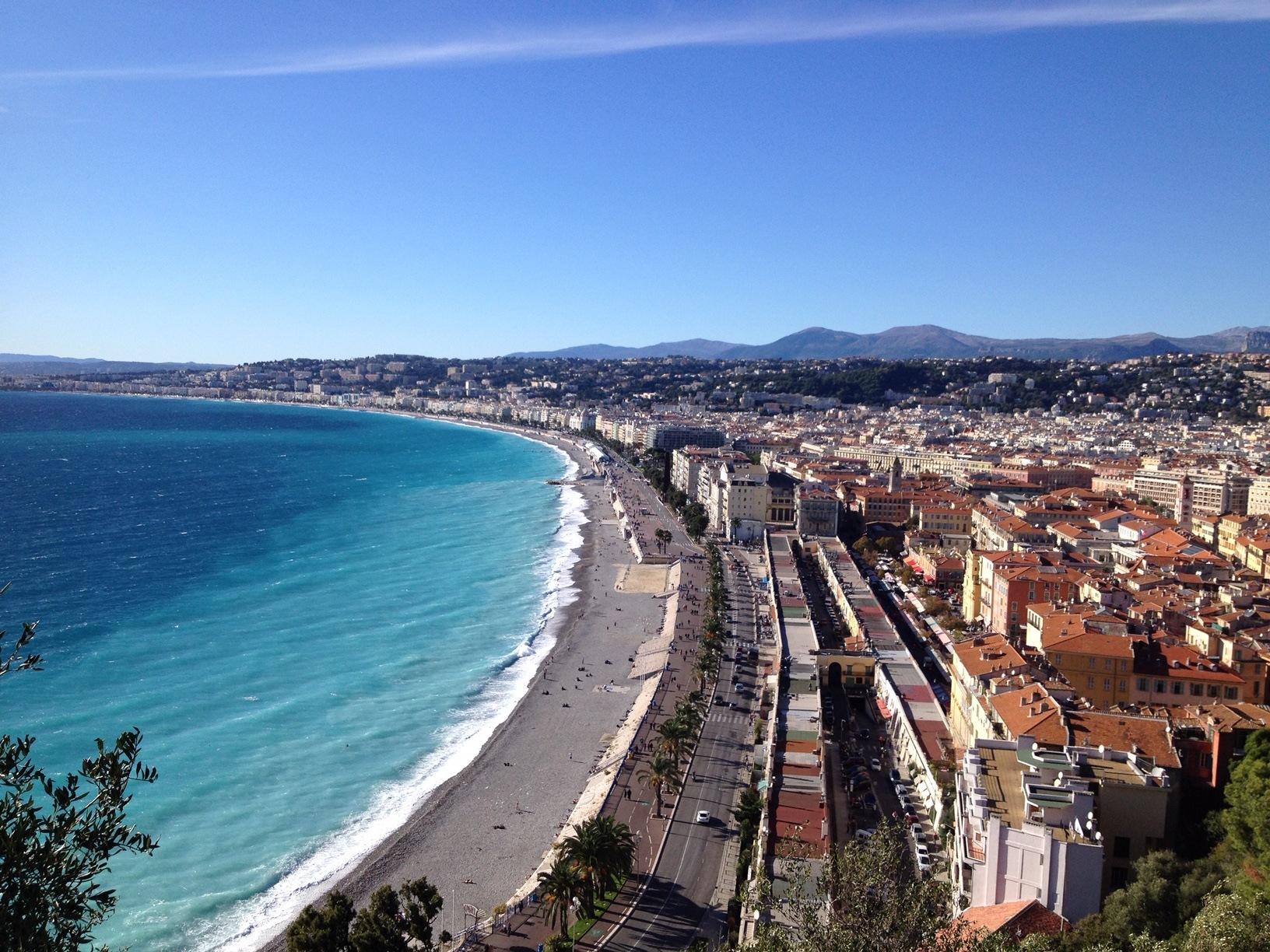 Belle vue de la baie des anges : le départ du marathon Nice Cannes