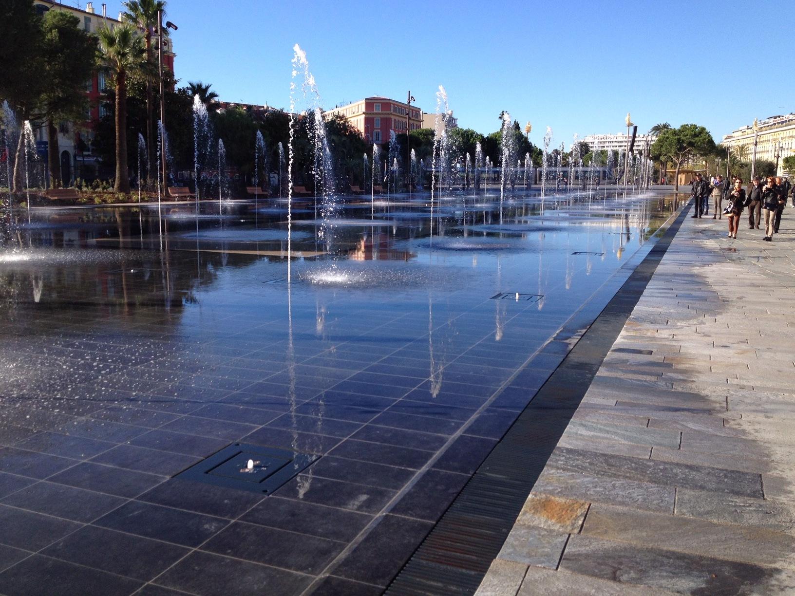 Miroir d'eau de Nice : marathon Nice Cannes