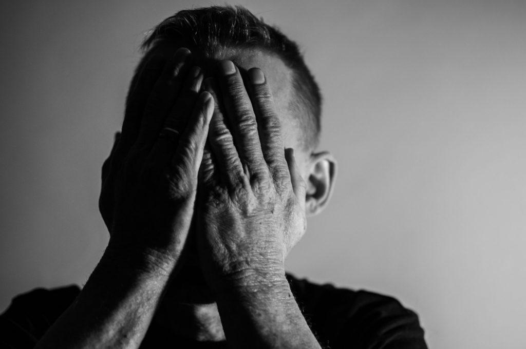Tristesse à cause d'une douleur